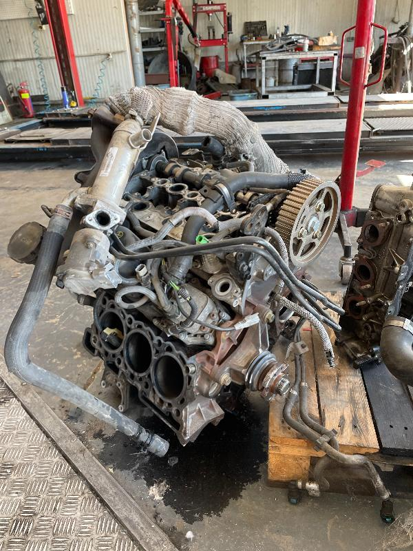 Двигател на части 2.7 TDV6 187 коня. Пежо мотор