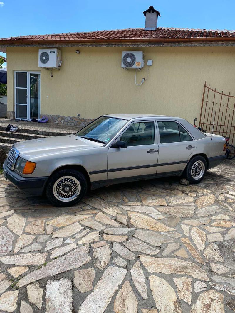 Mercedes-Benz 230, снимка 3
