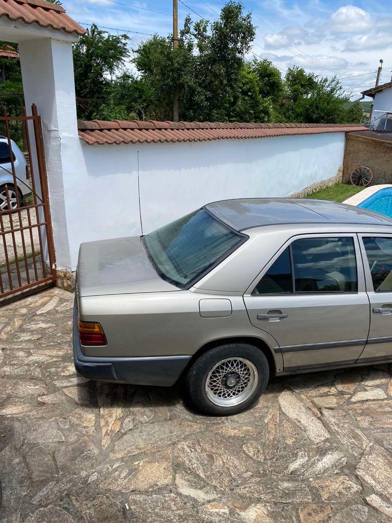 Mercedes-Benz 230, снимка 6